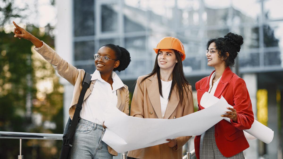 5 projetos que incluem mulheres no mercado de trabalho